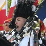 Les joueurs de cornemuses animèrent l'ensemble de la cérémonie.
